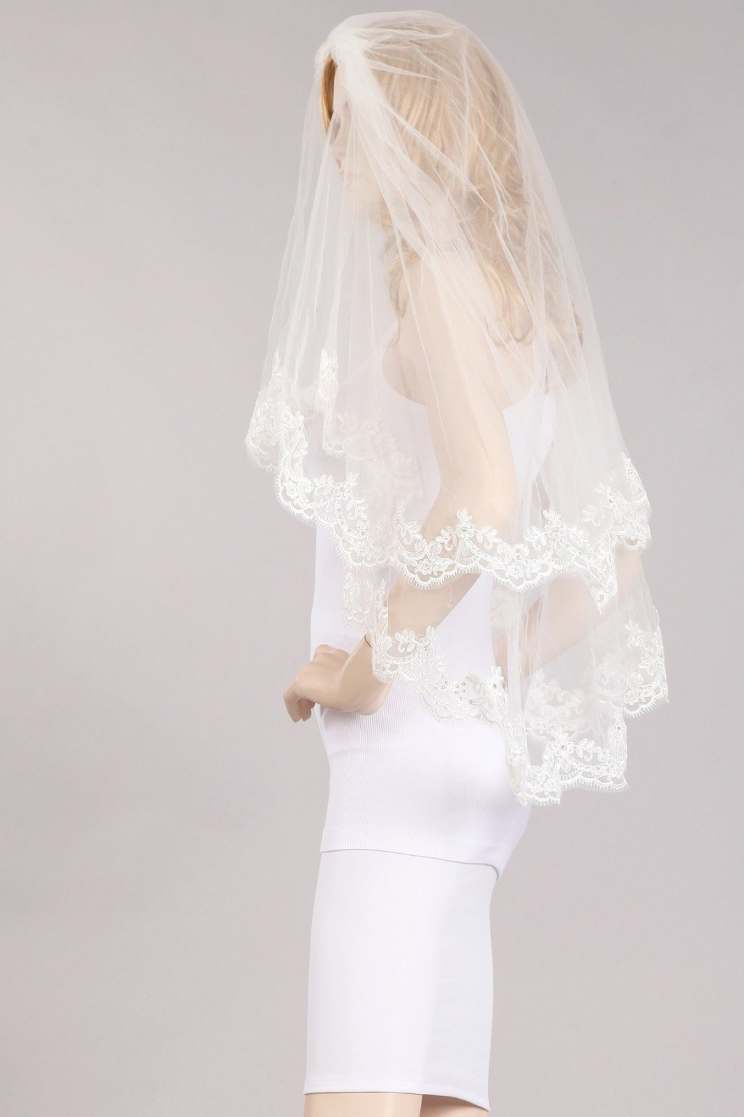 36  White Veil With Lace Trim