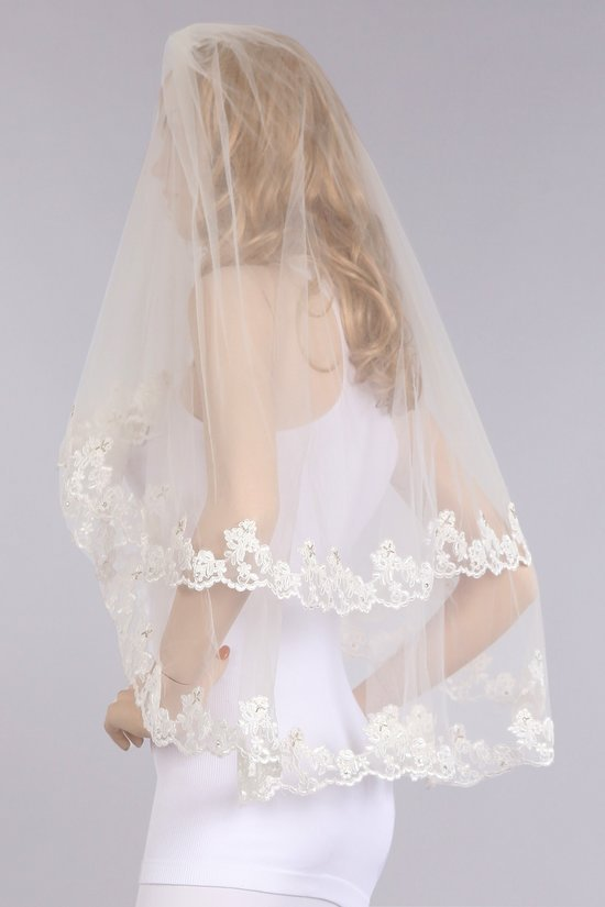 Lace Ivory Veil 36 Inches