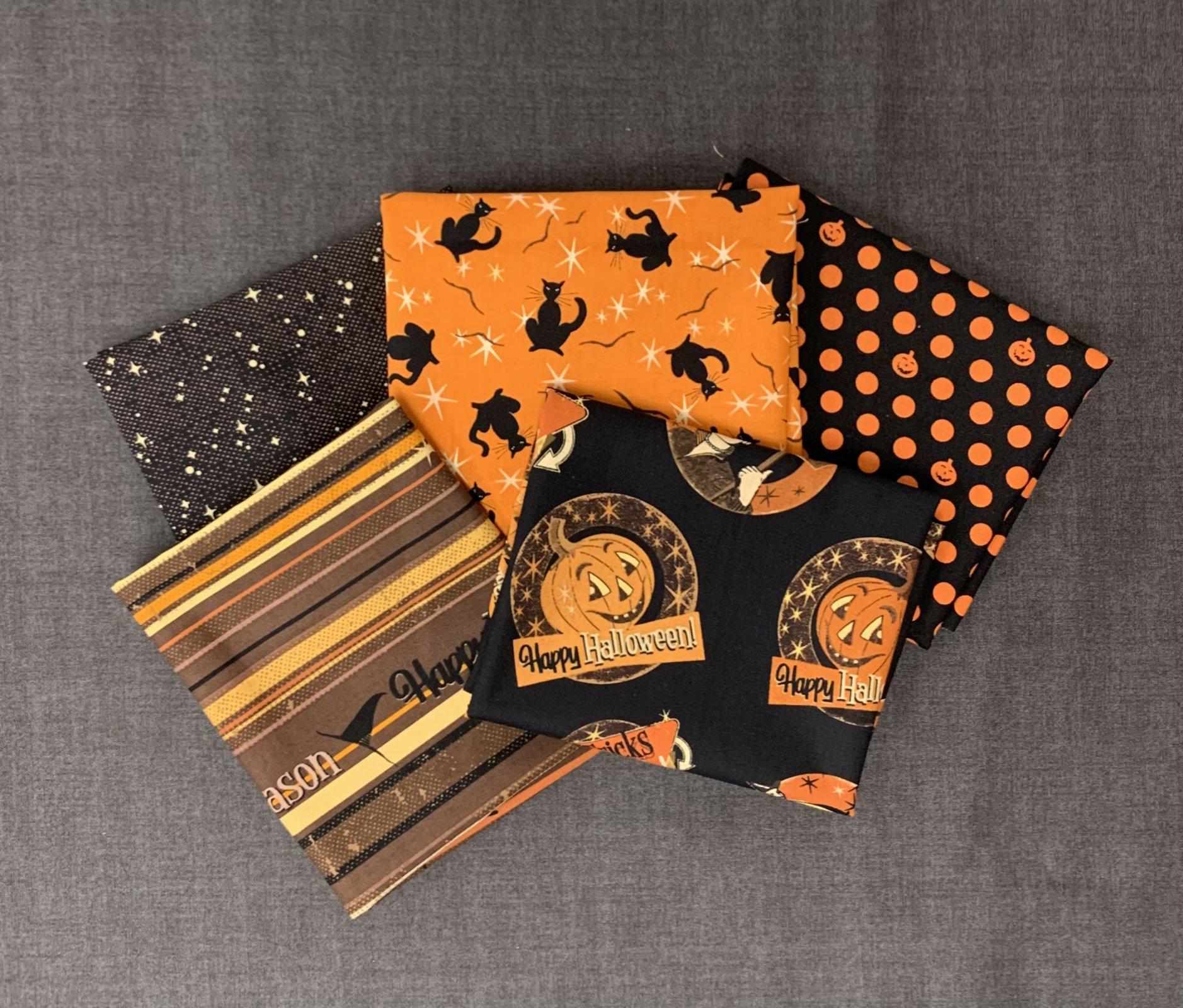 Clothworks Retro Halloween 5pc Fat Quarter Bundle