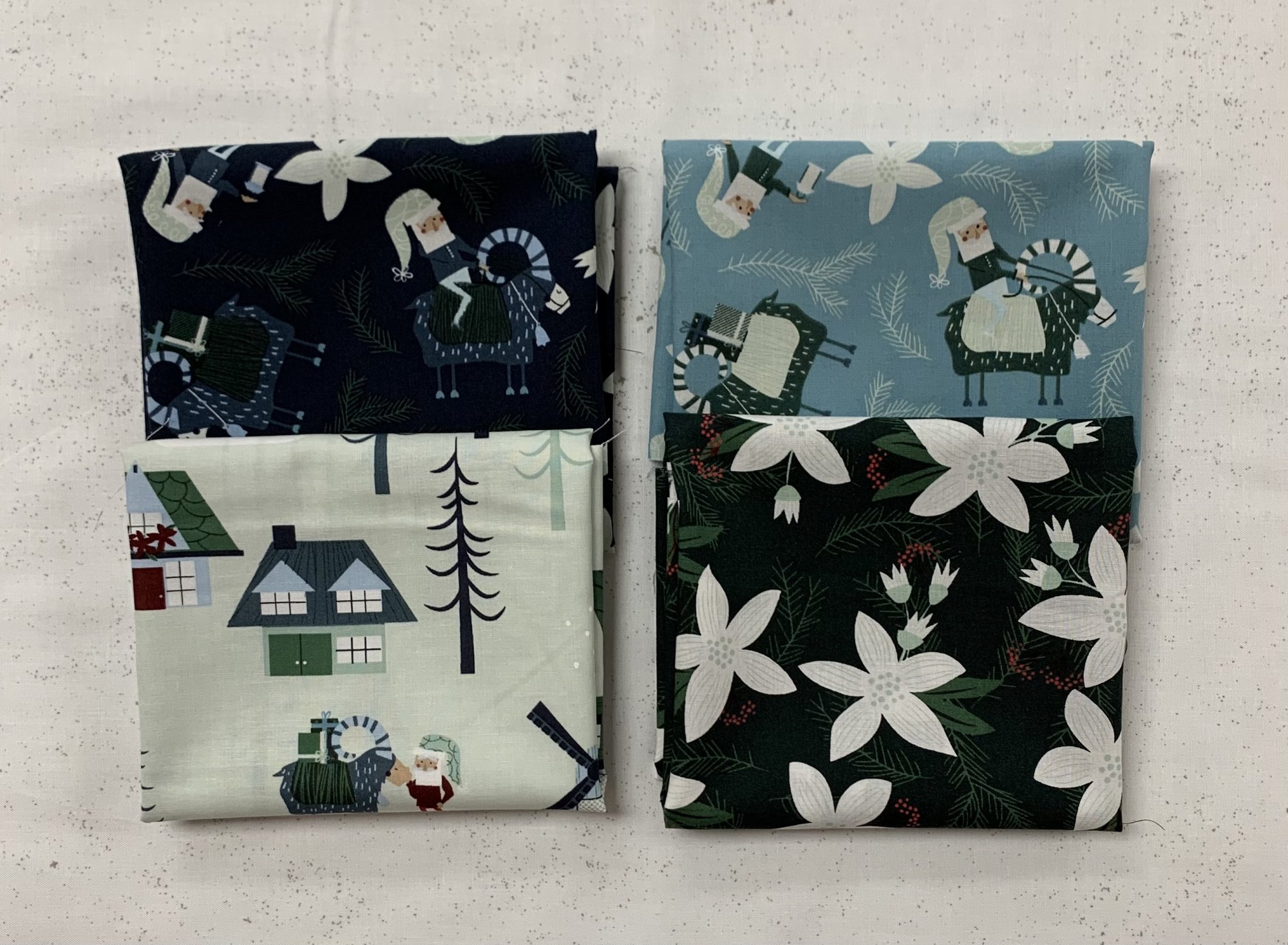 Clothworks Yuletide 4pc Fat Quarter Bundle