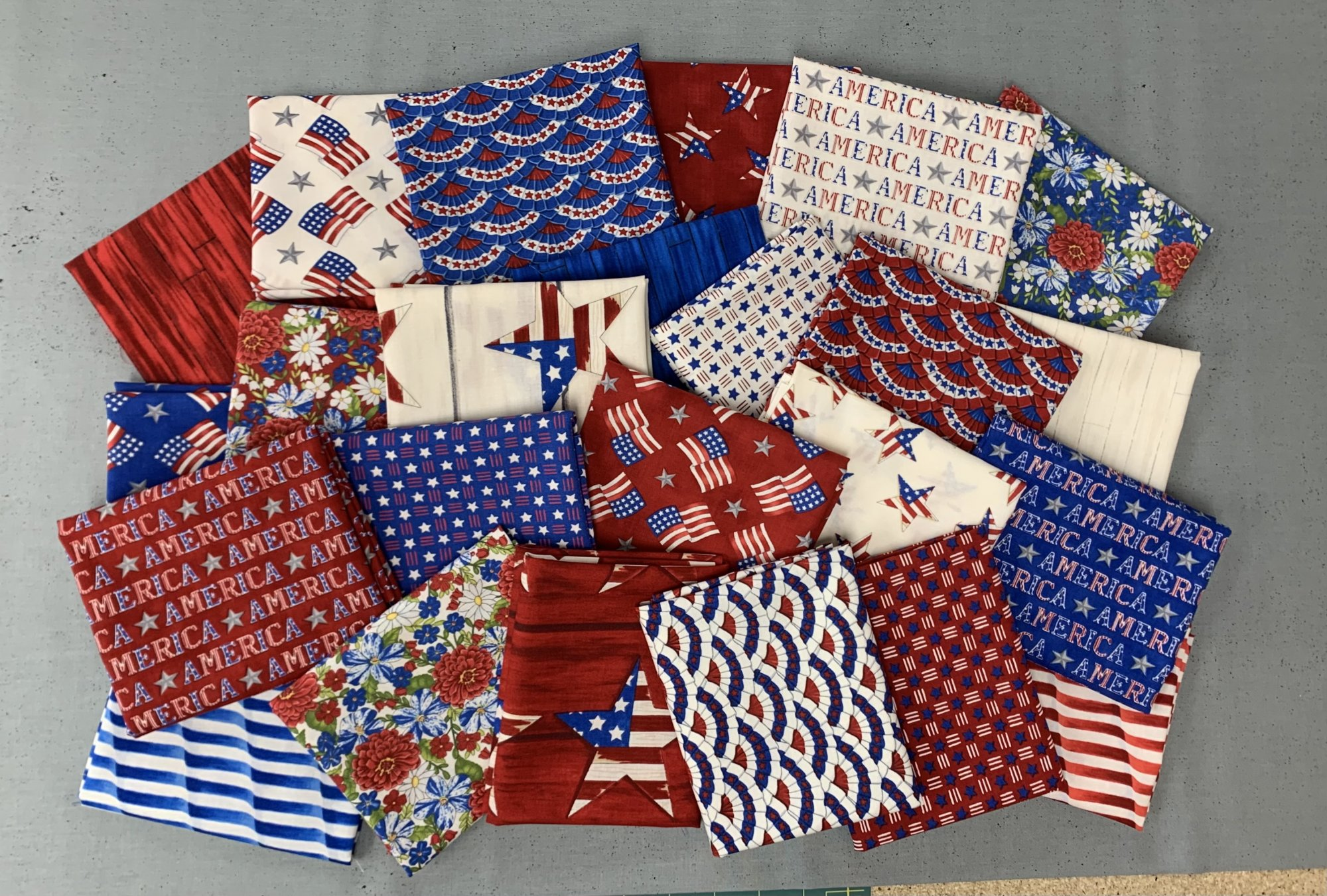 Moda America The Beautiful Fat Quarter Bundle 24 pcs