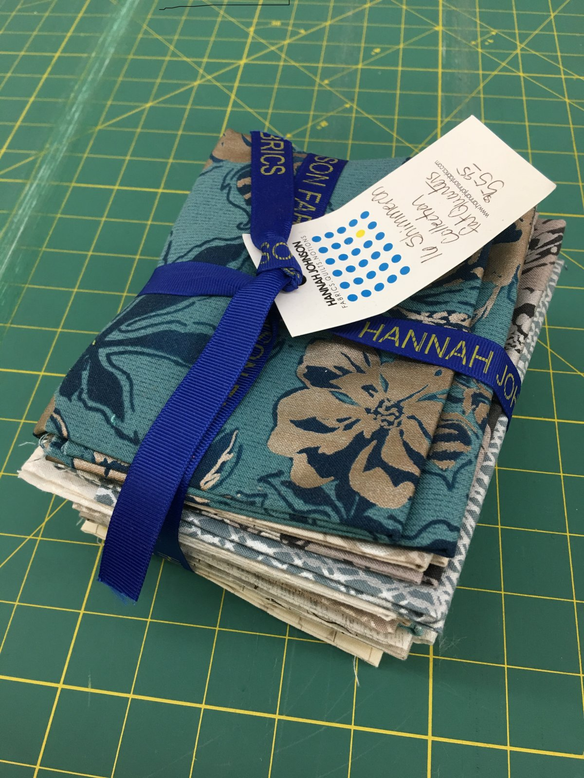 16 Pack Shimmer On Fat Quarters