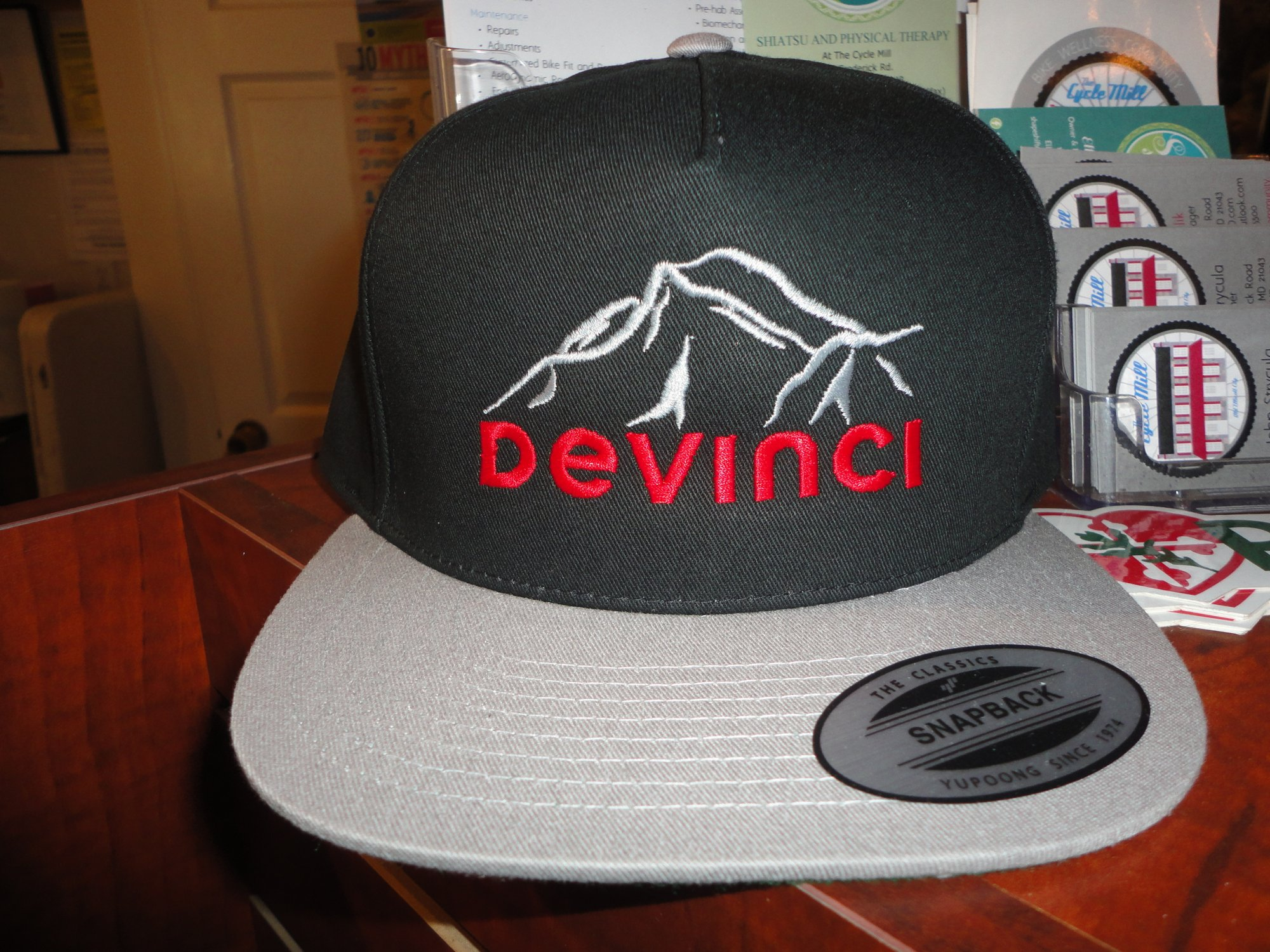 Devinci Cap Flat Bill, Grey/Blk