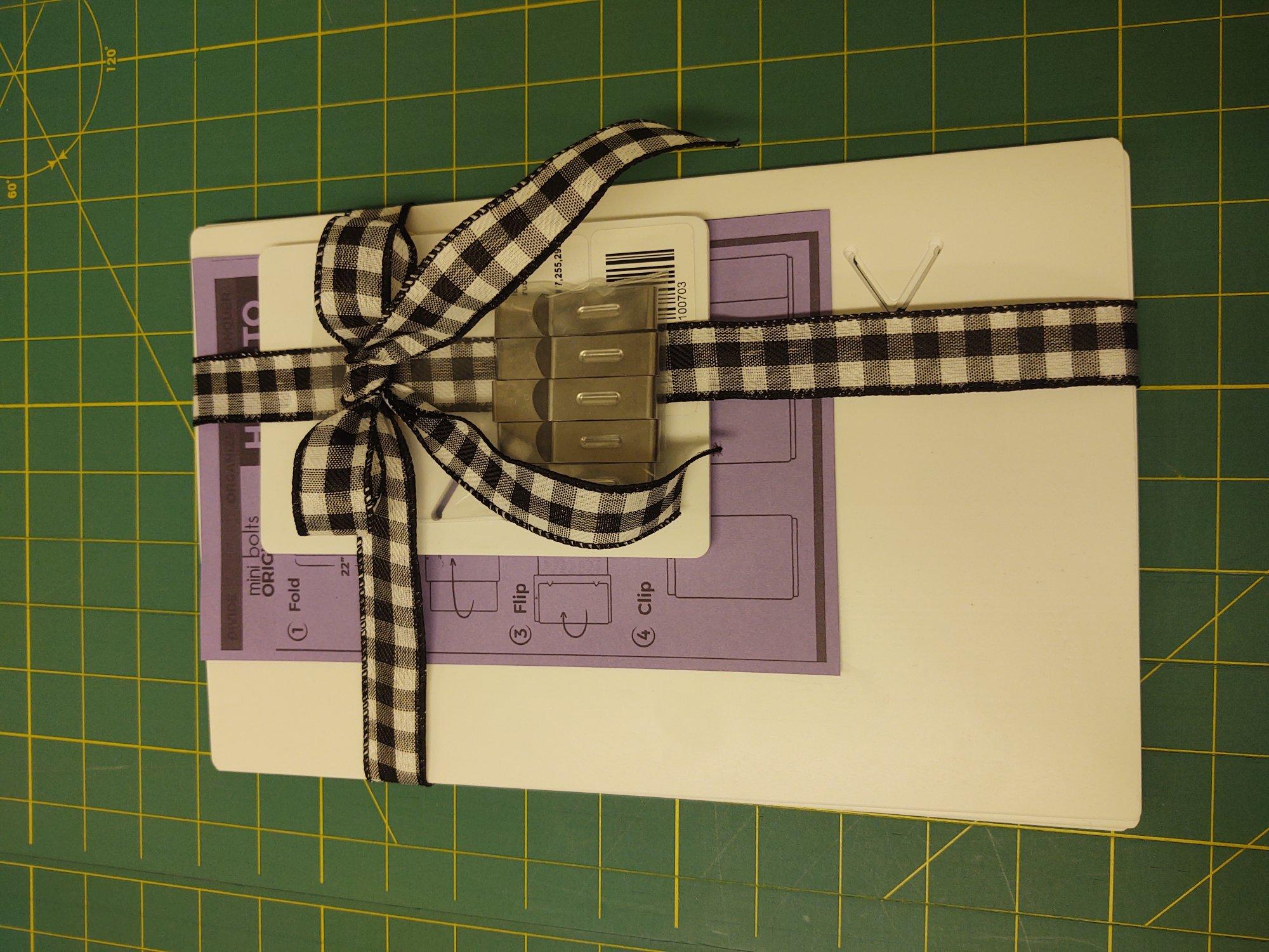 Fabric organizing system - 5 fat quarter/5 yardage boards/10 clips