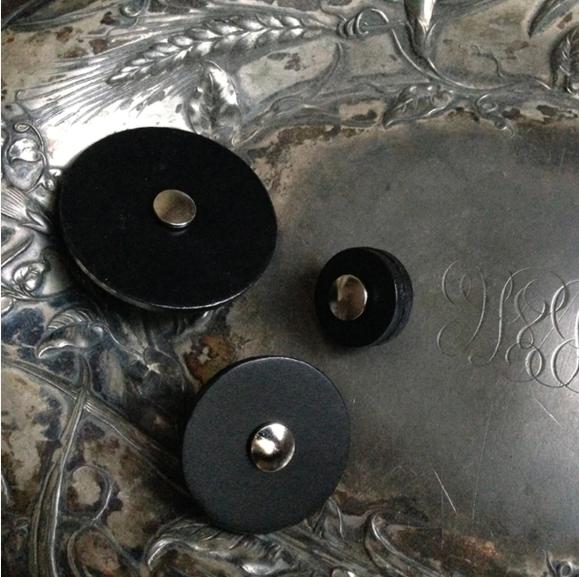 Jul Black Leather Button Med 302