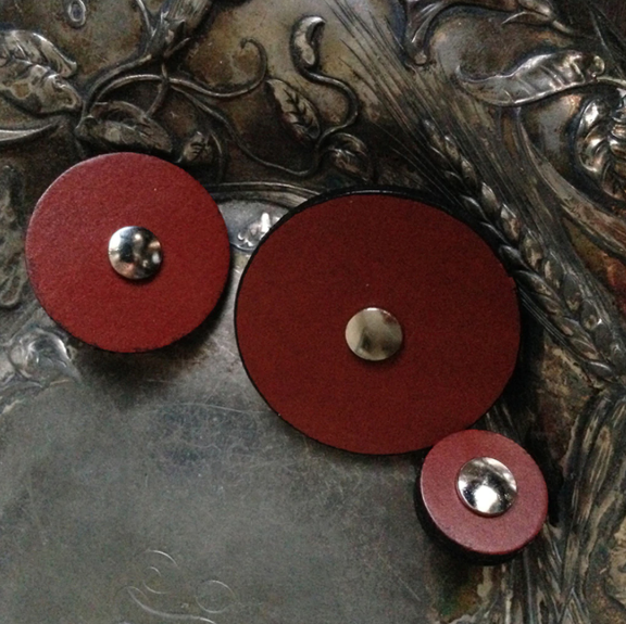 Jul Red Leather Button Med 306