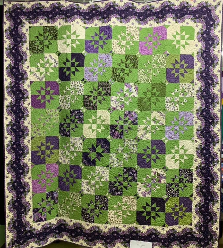 Quilt Lilacs Disappearing Hourglass