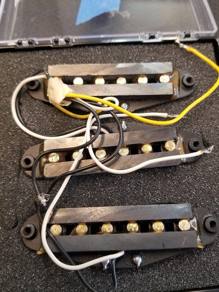 Strat style pickup set with brass saddles