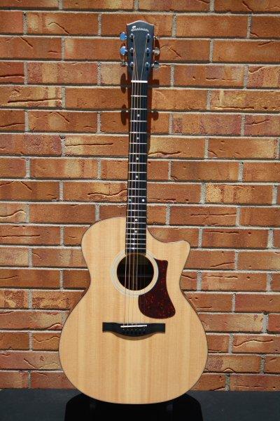 Eastman AC122-1CE Cutaway Acoustic Natural