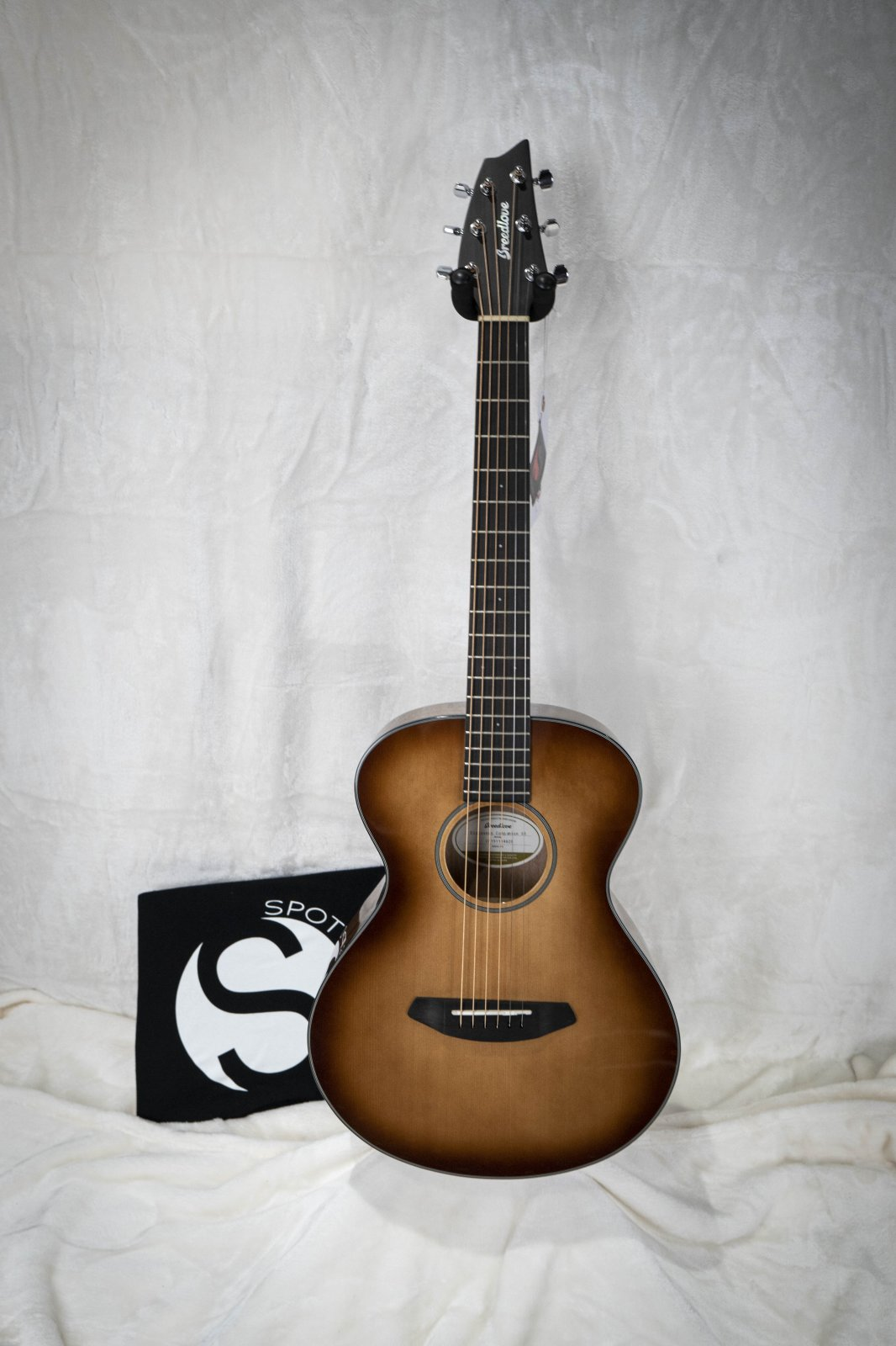 Breedlove Discovery Companion Sunburst Acoustic Guitar