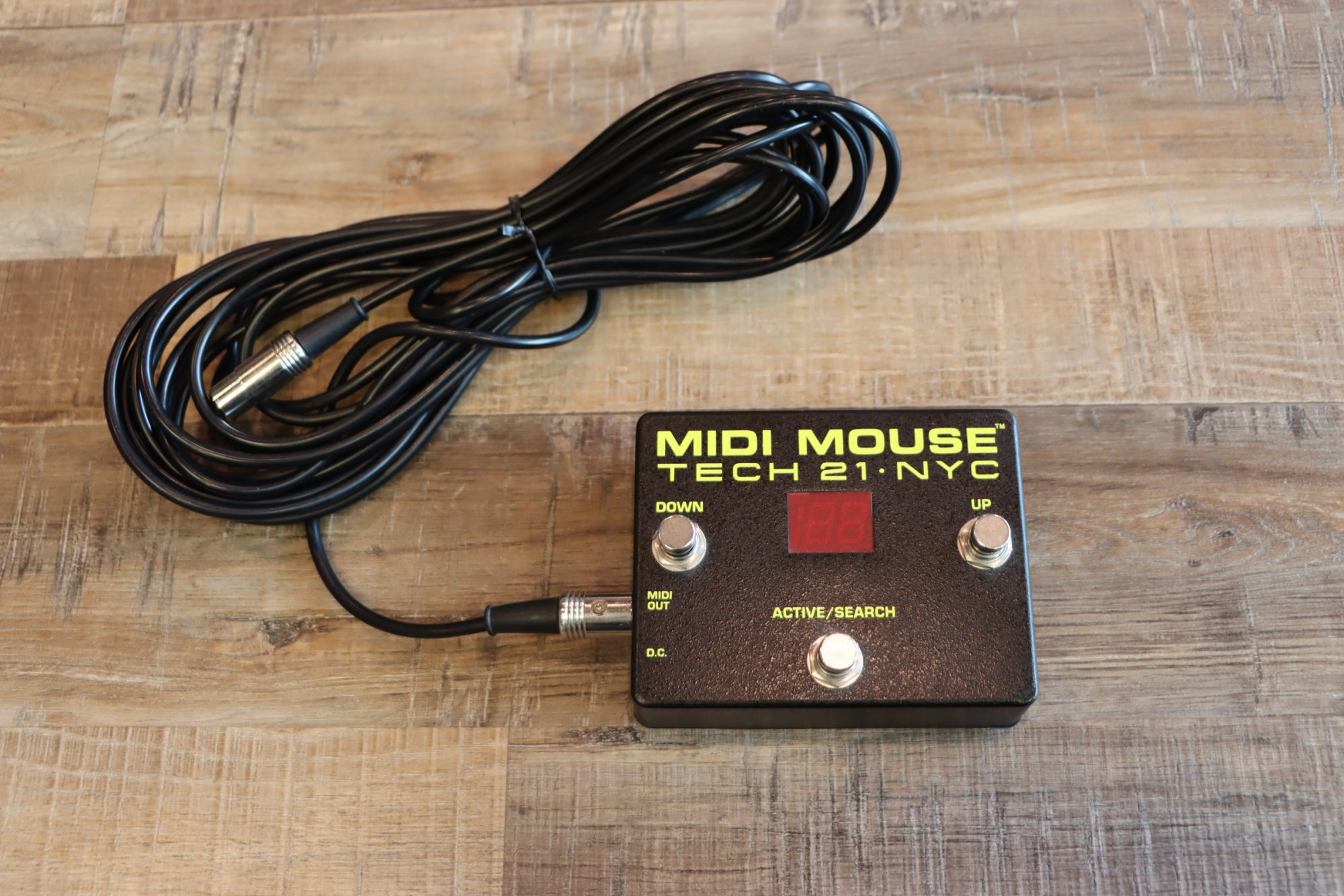 USED Tech 21 NYC MIDI Mouse 3-Button Foot Controller w/MIDI Cable