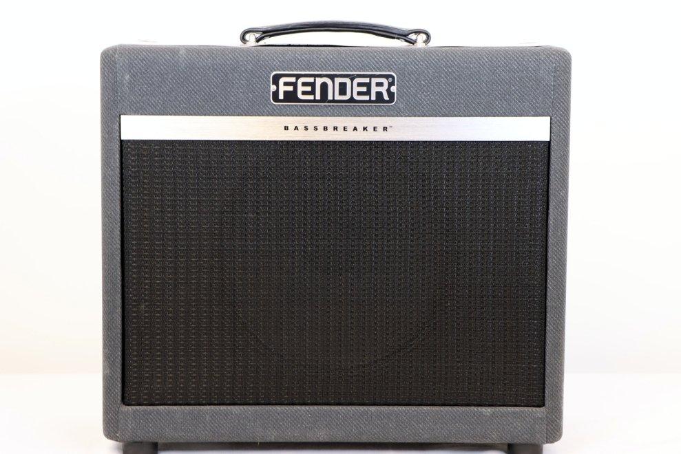 USED Fender Bassbreaker 15 Watt Combo Guitar Amplifier 1x12 8-ohm Celestion V-Type Speaker