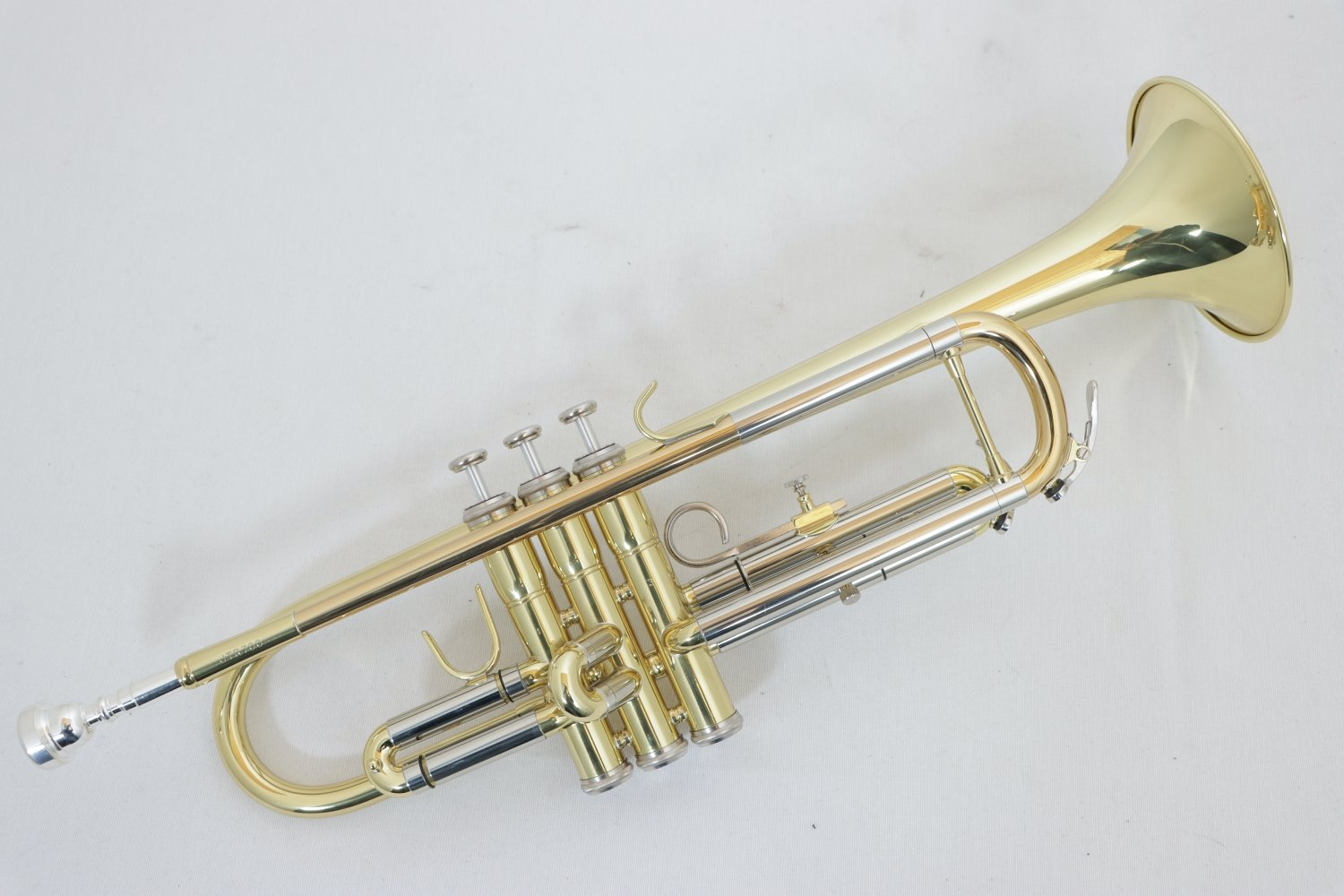 USED Jupiter Student Trumpet with Hard Case and Mouthpiece in Near Mint Condition!