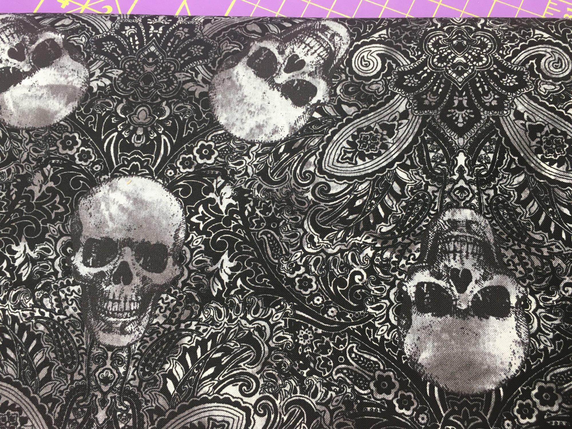 Skulls on dk grey