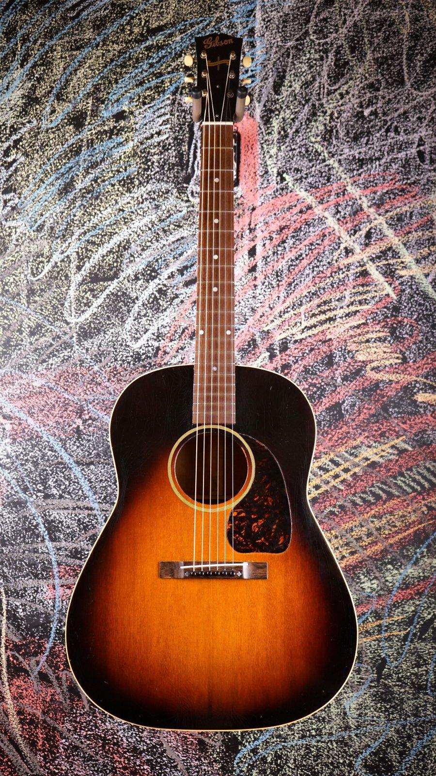 1943 Gibson Banner Logo J45