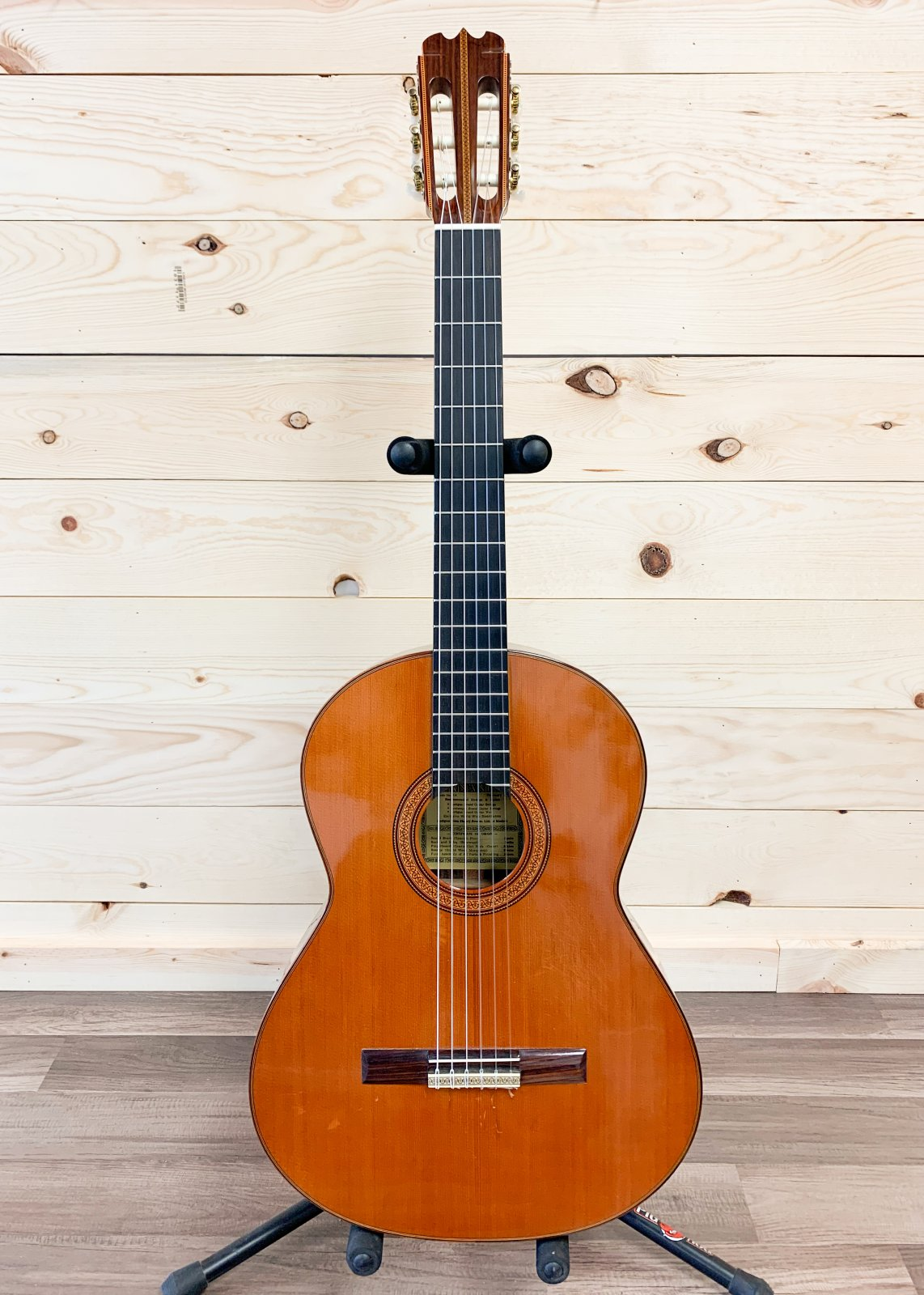 Hernandez Grade 1A Classical Acoustic Guitar With Humicase