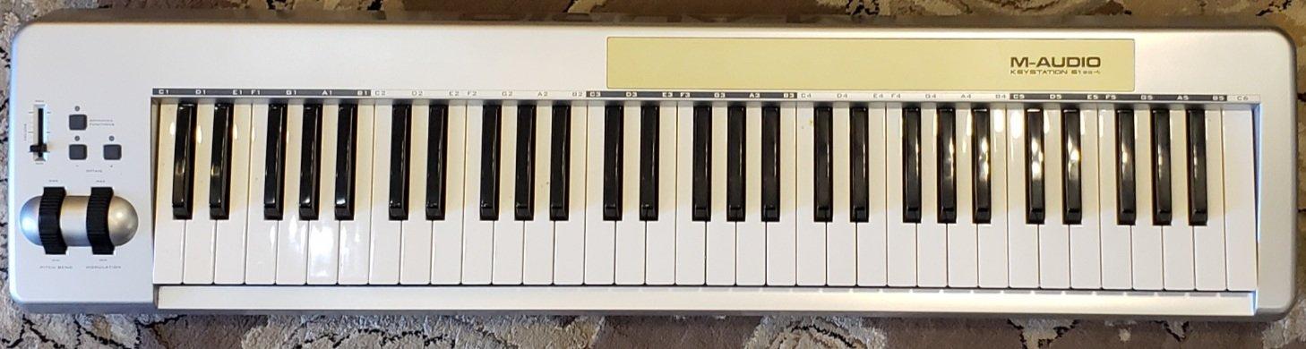USED M-AUDIO KEYSTATION 61ES 61-KEY MIDI CONTROLLER, USB CABLE, PWR SUPPLY
