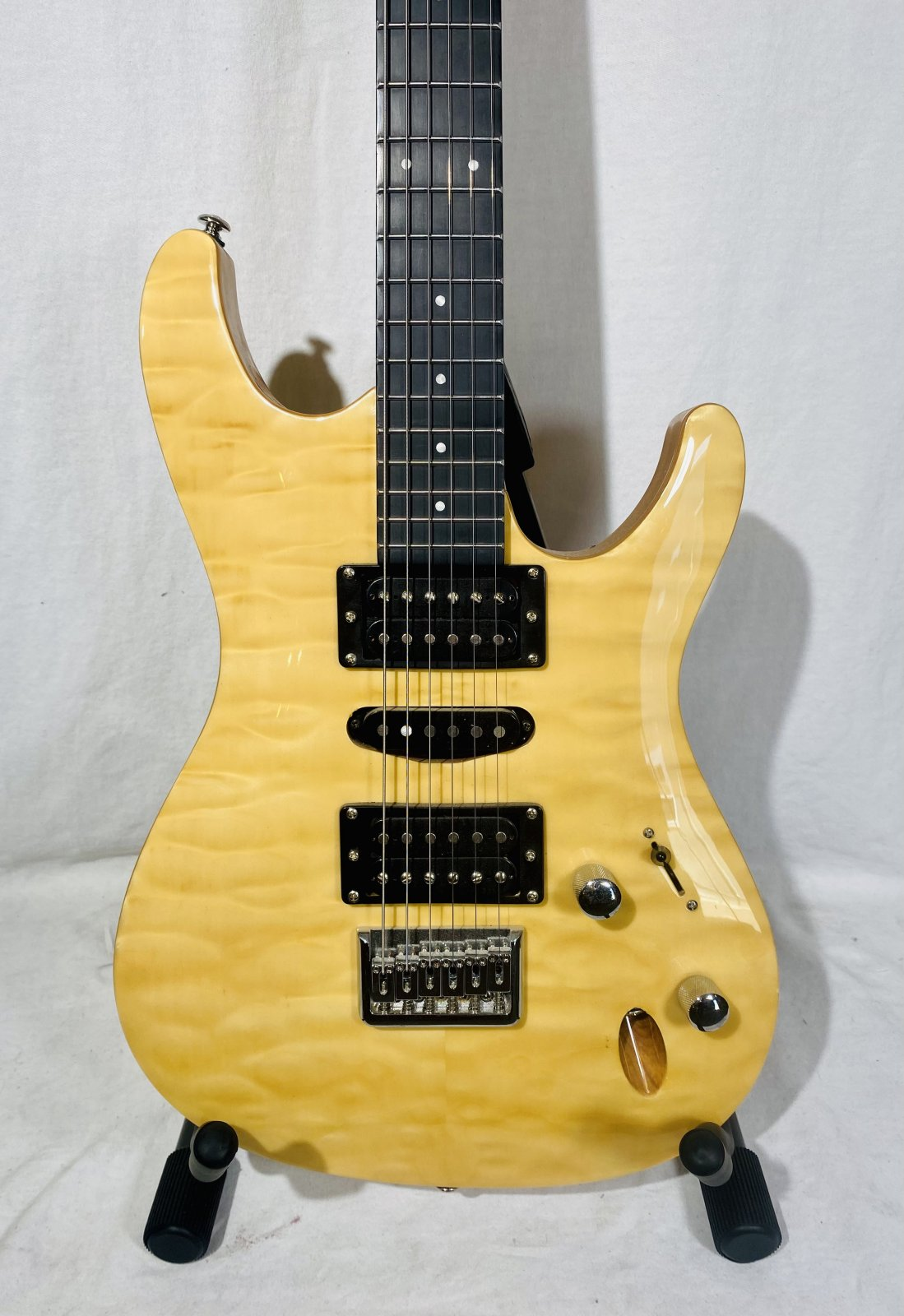FRETLIGHT ELECTRIC GUITAR W CASE, USB CABLES, FOOTSWITCH