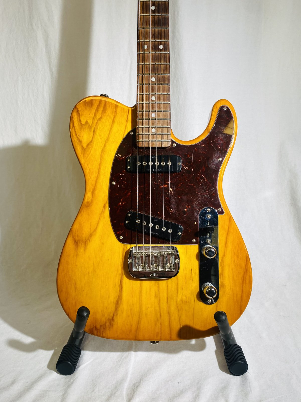 G&L ASAT ELECTRIC GUITAR WITH HARD CASE AND C.O.A.