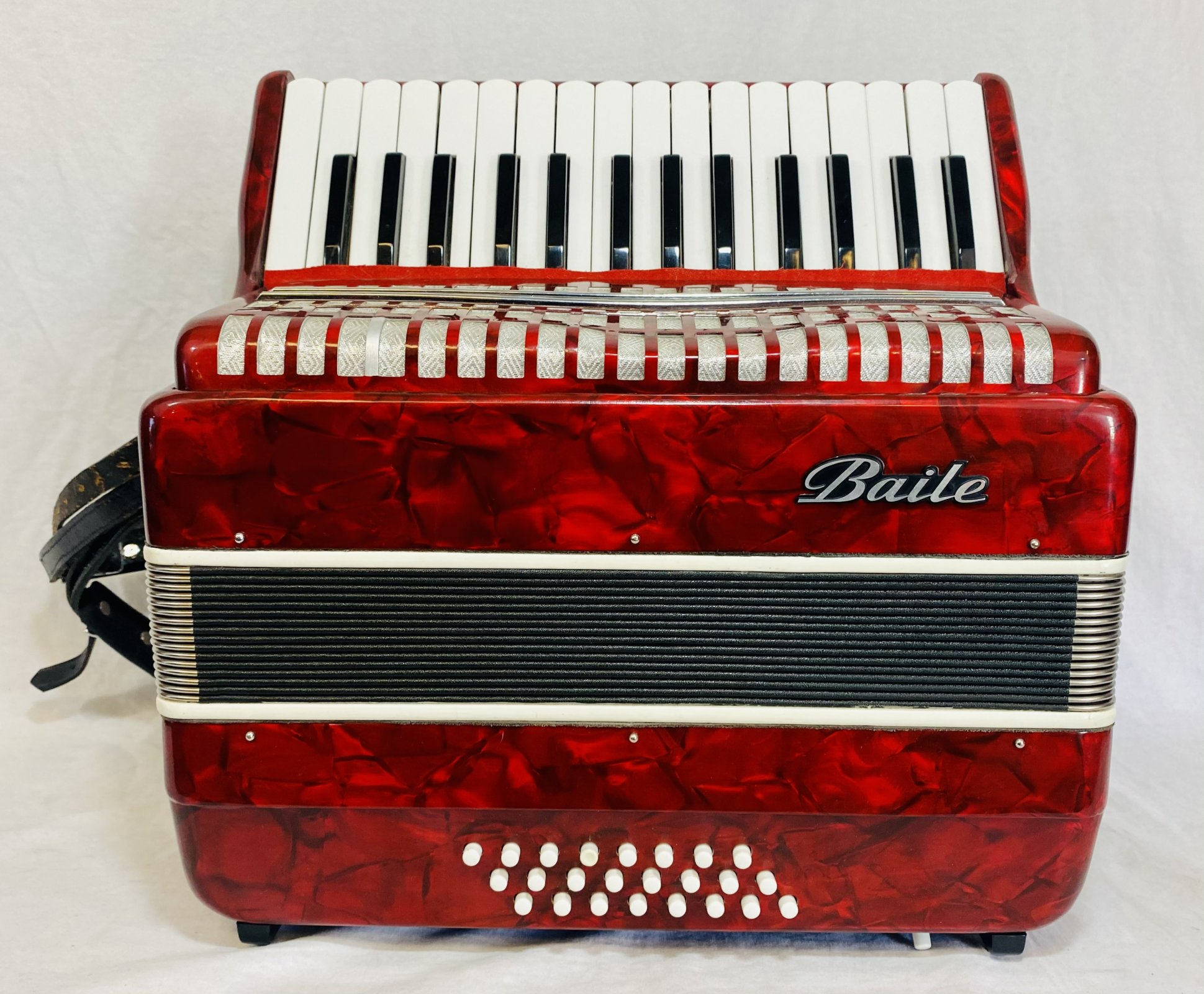 BAILE KEYBOARD ACCORDION COMES WITH CASE & STRAP