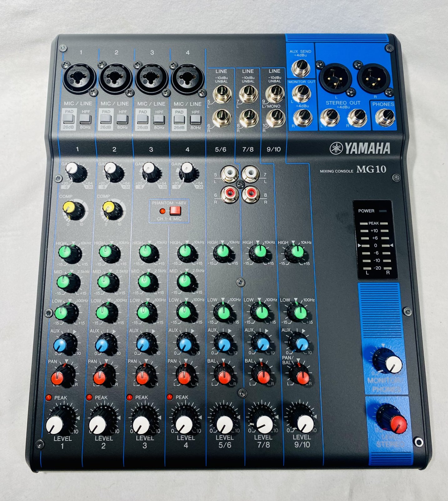 YAMAHA MG10 10 CHANNEL MIXER WITH BOX AND POWER