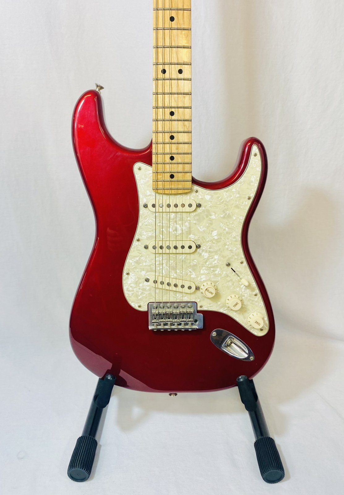 FENDER STRATOCASTER MIM PLAYERS ELECTRIC GUITAR IN CANDY APPLE RED COMES W/BAG