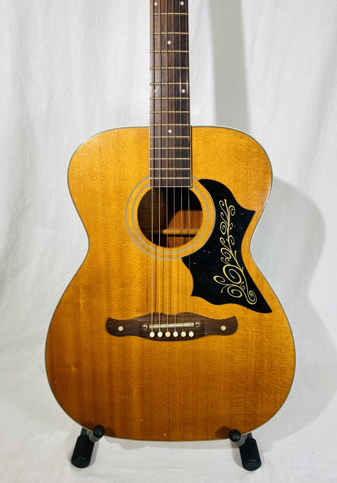 HARMONY VINTAGE ACOUSTIC GUITAR WITH HARD CASE