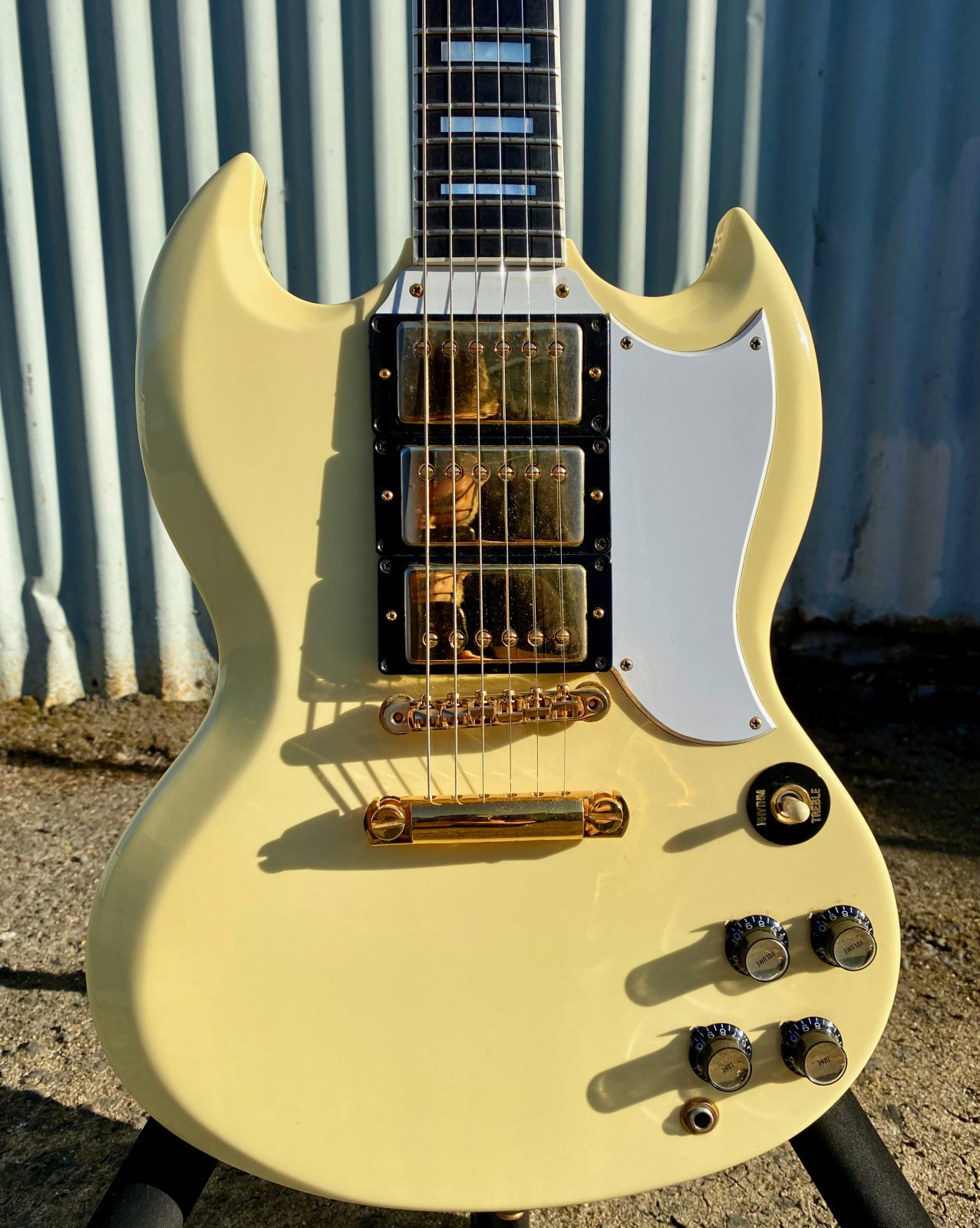 GIBSON SG LES PAUL CUSTOM ELECTRIC GUITAR, VINTAGE WHITE WITH MOLDED CASE, 1987