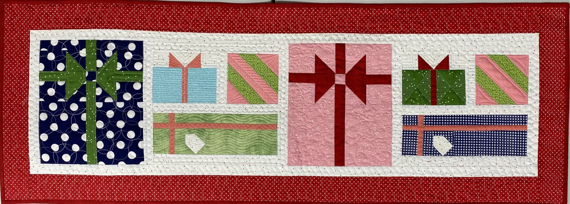 Table runner of the month Pretty Package December