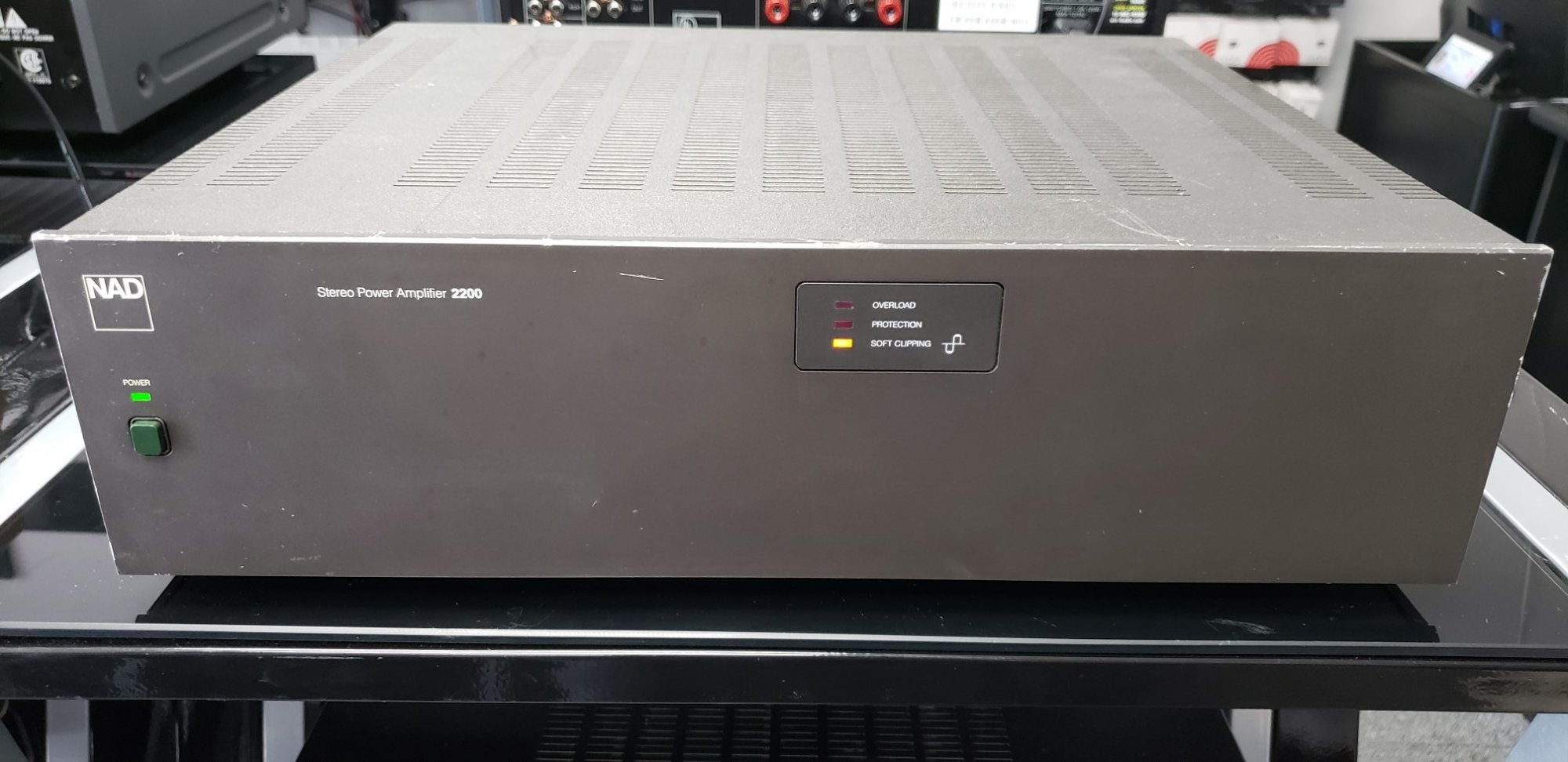 NAD 2200 (100 WPC)