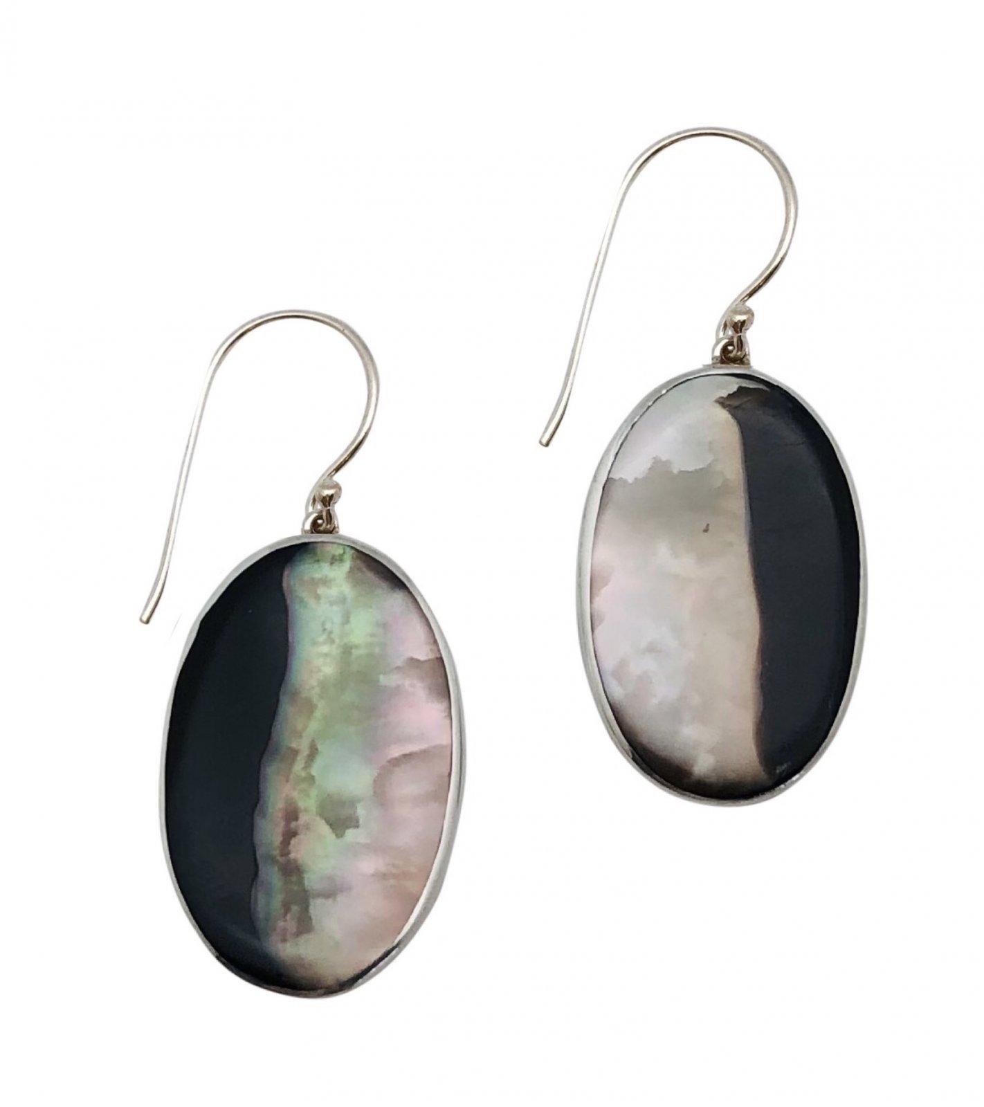Ear > Black Lipped Pearl Oyster Dangle Earring  - Oval Shape