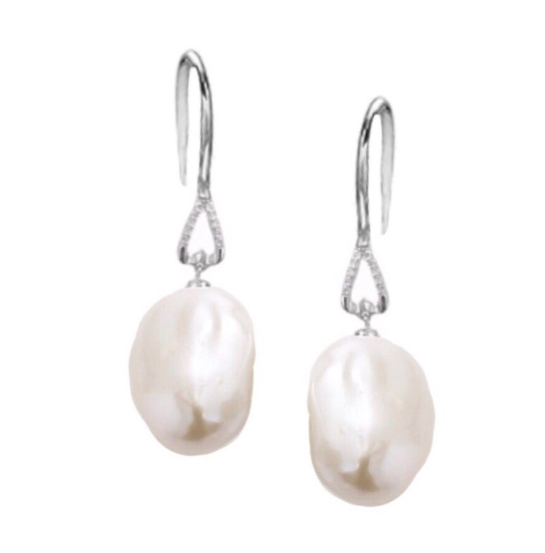 Ear > Pearl Baroque Dangle White Earring