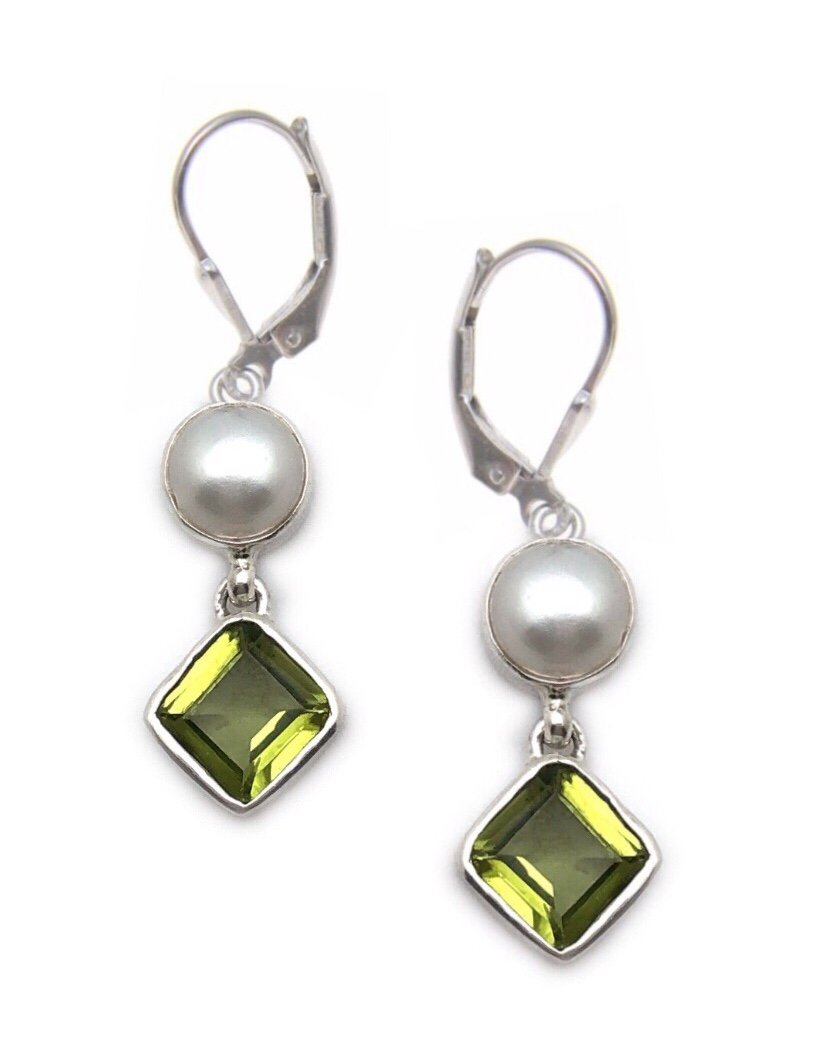 Ear > Peridot w/Pearl Dangle Earring