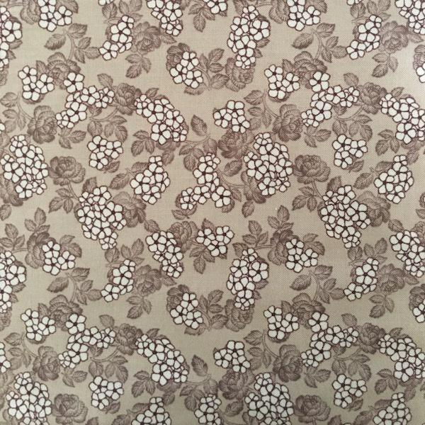 Quilters Basic - Floral Clusters - Cocoa