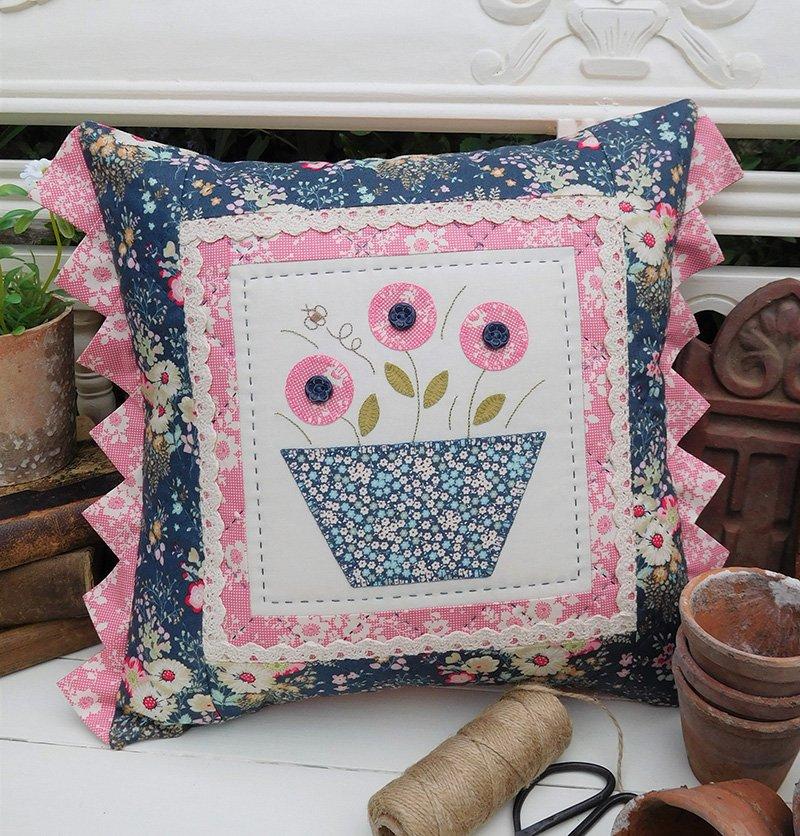 Flower Bee Cushion Pattern