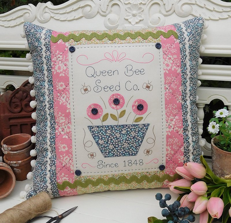 Queen Bee Cushion Pattern