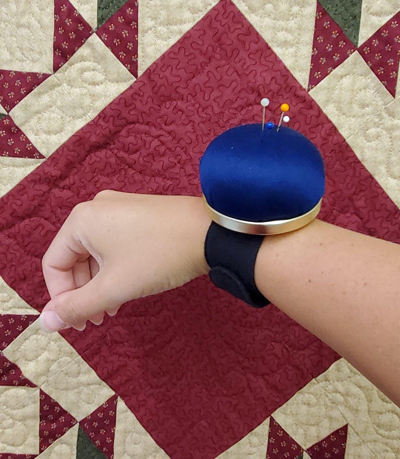 Bohin pincushion bracelet- Blue