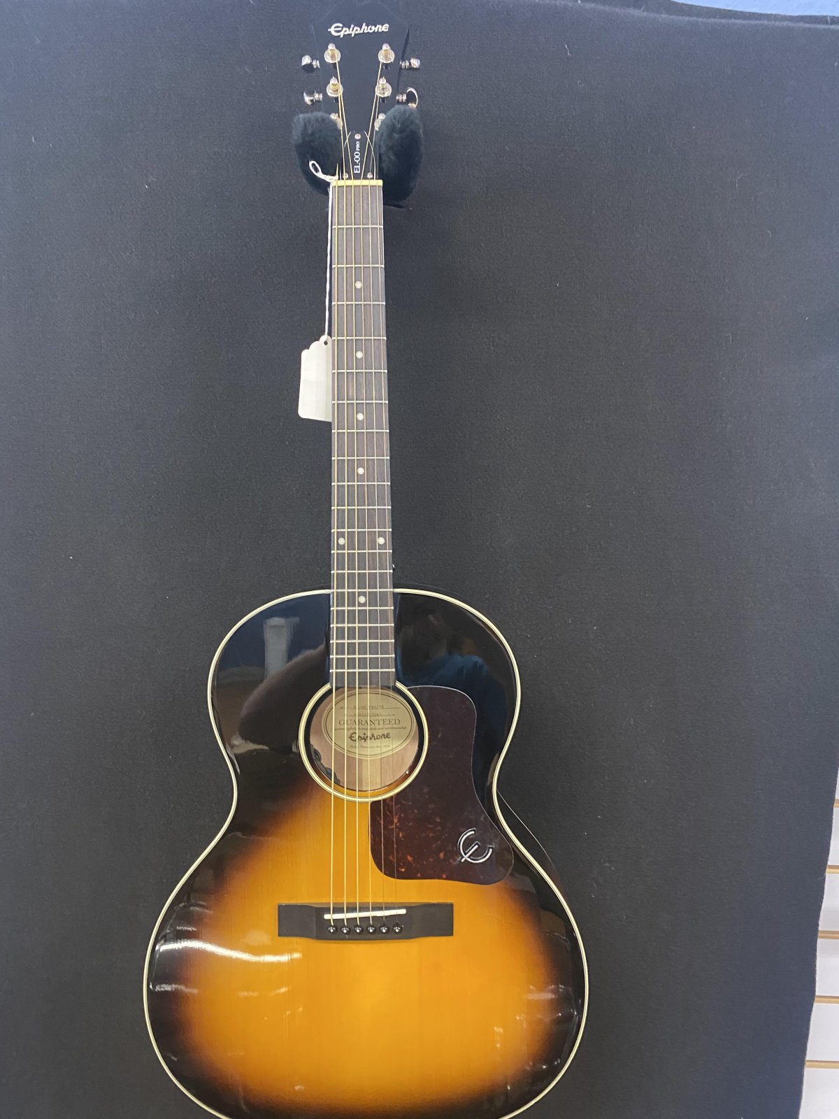 Used Epiphone EL-00 acoustic with Hard case