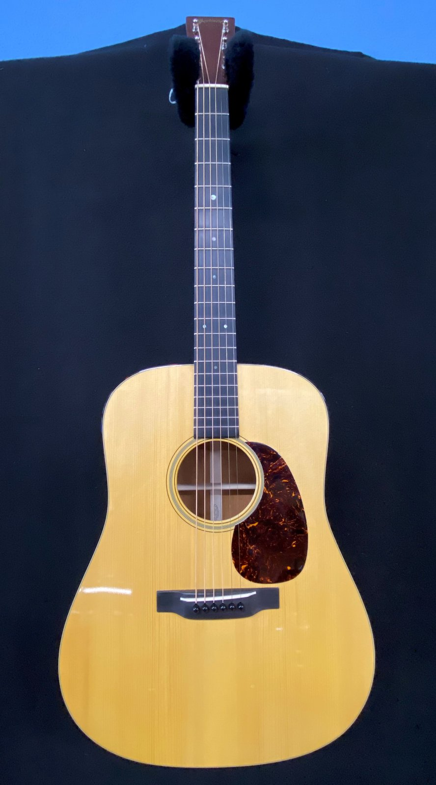 Martin D18 Authentic