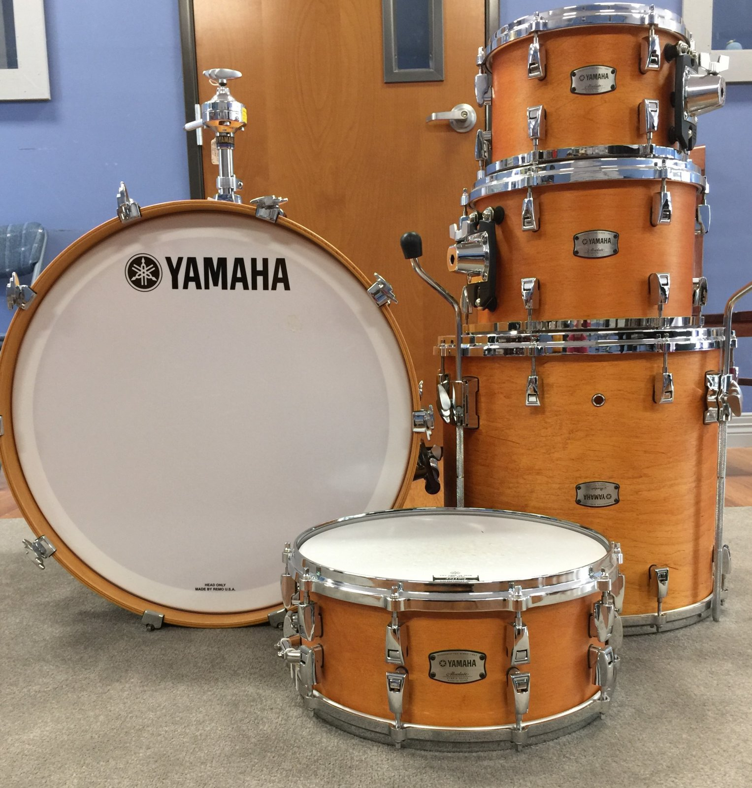 Yamaha Absolute Hybrid Maple 5-Pc Shell pack with Tom Holder (22, 10,12, 16, 14x6) Vintage Natural Finish