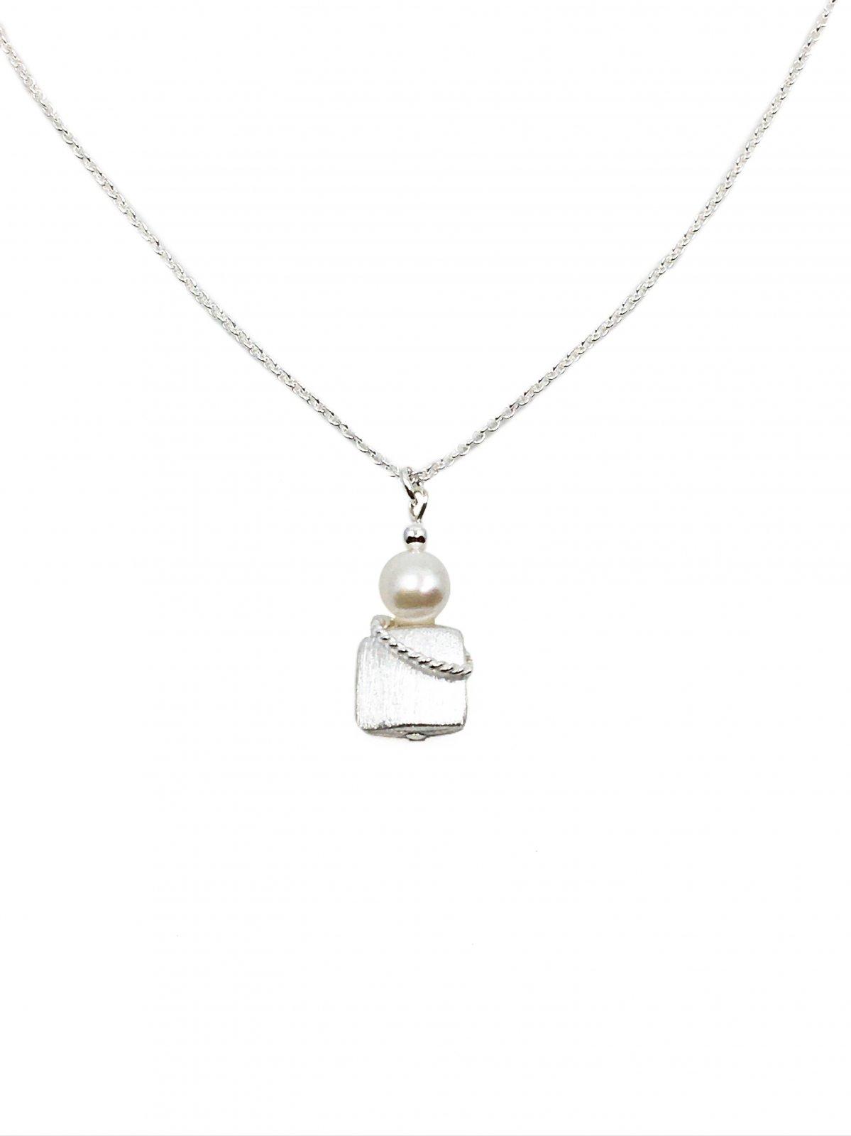 Naomi Pearl Twist Necklace