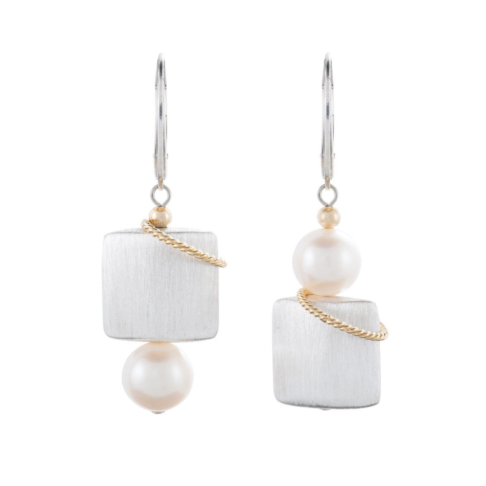 Naomi Pearl Earrings