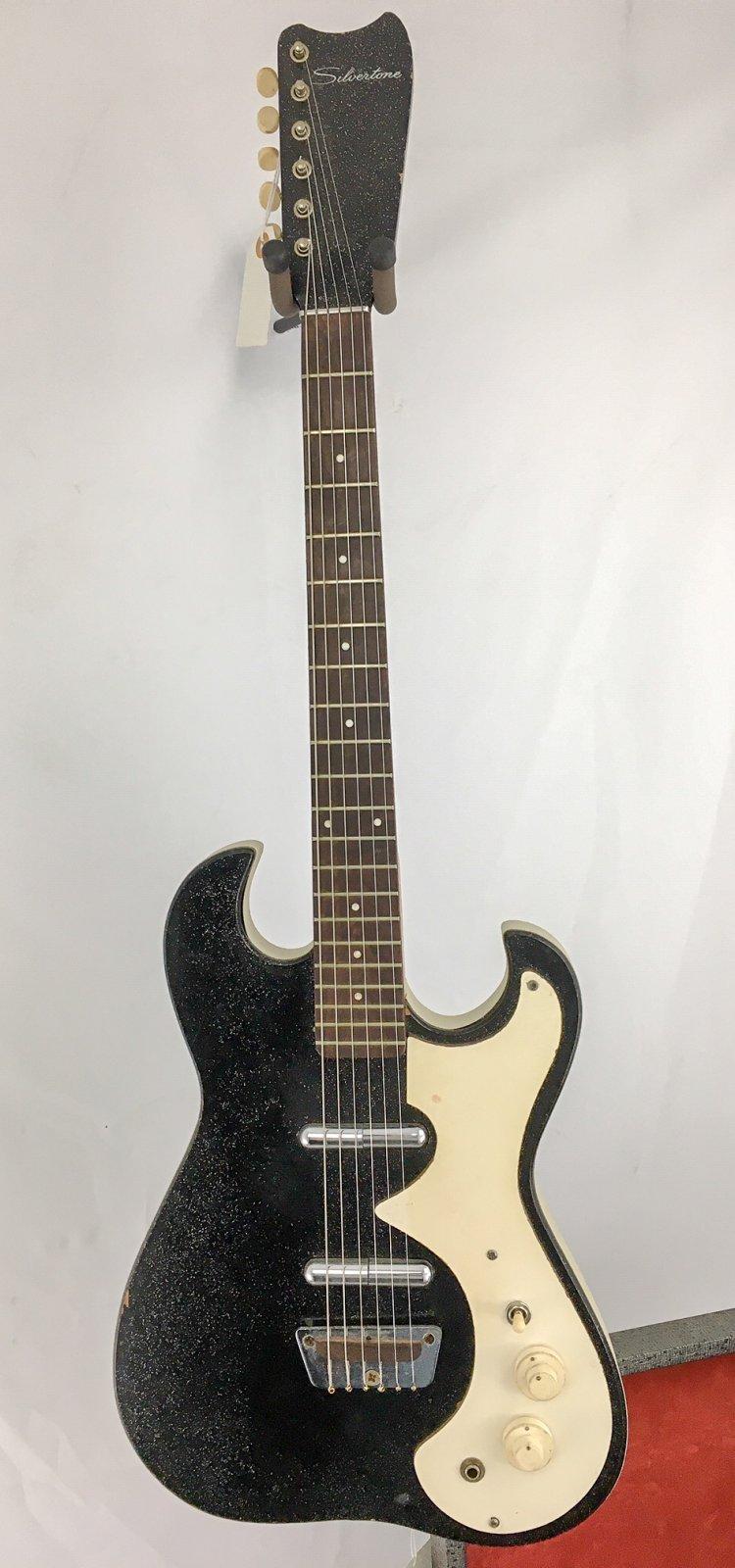 Silvertone 1449 w/Amp Case
