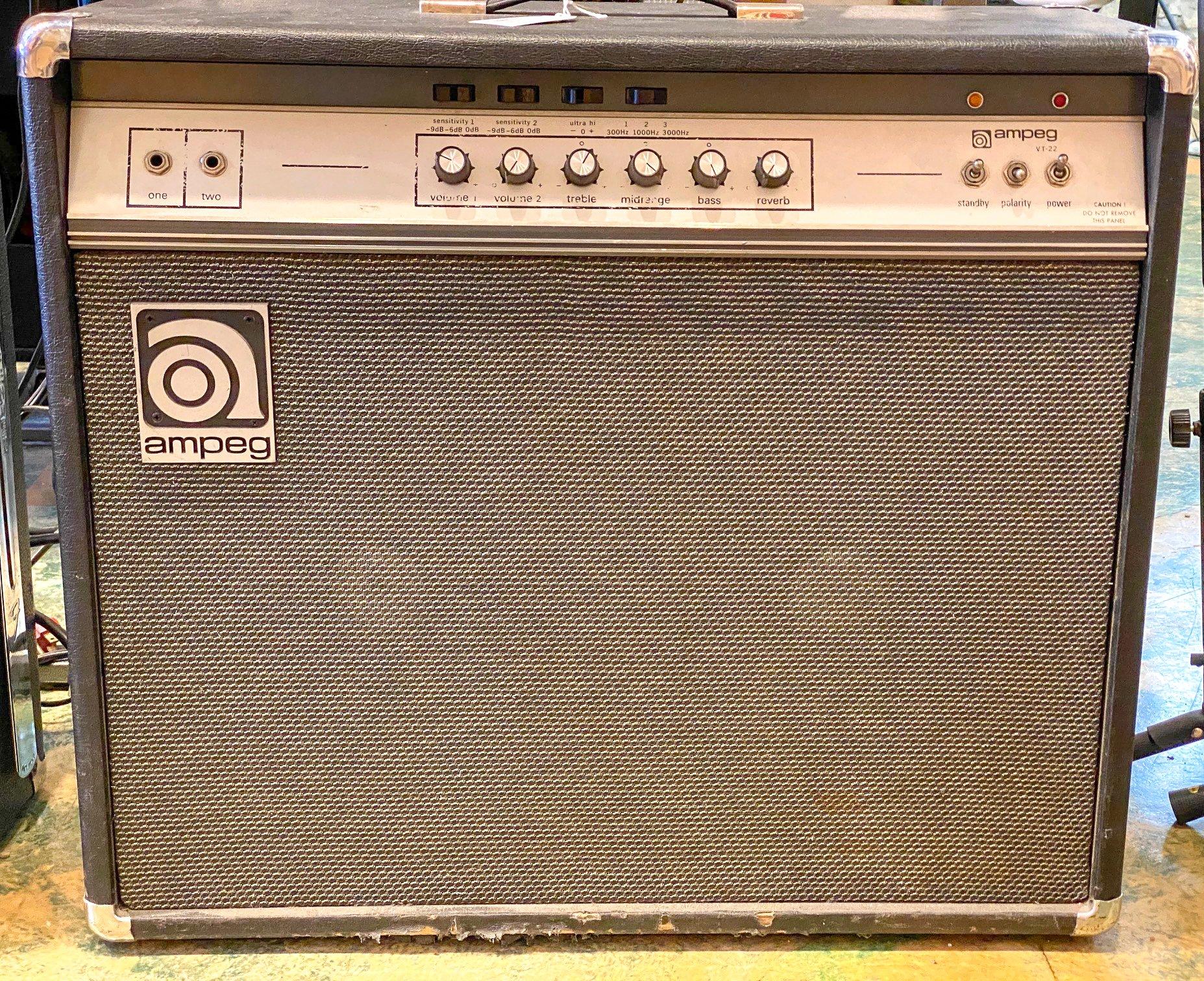 Vintage 70s Ampeg VT-22