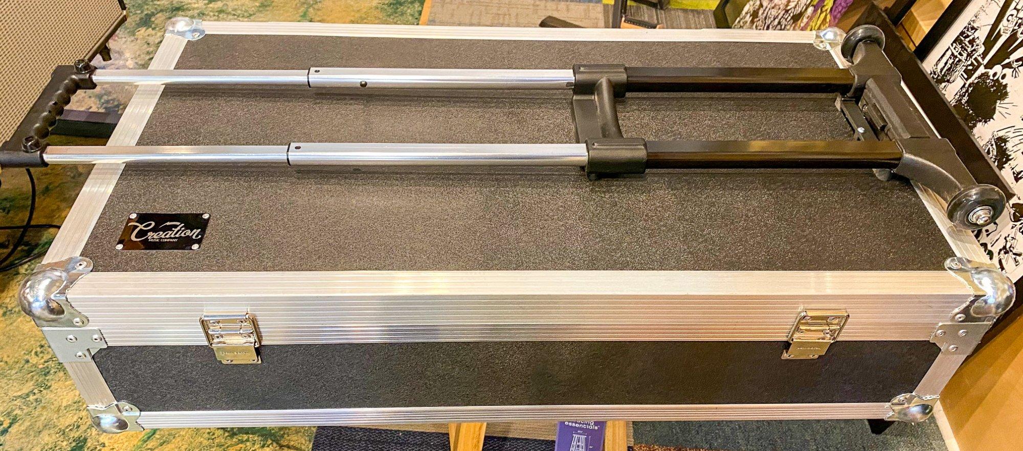 Creation Music Company Aero Series 32x16 flight case w/Drop in pedal board