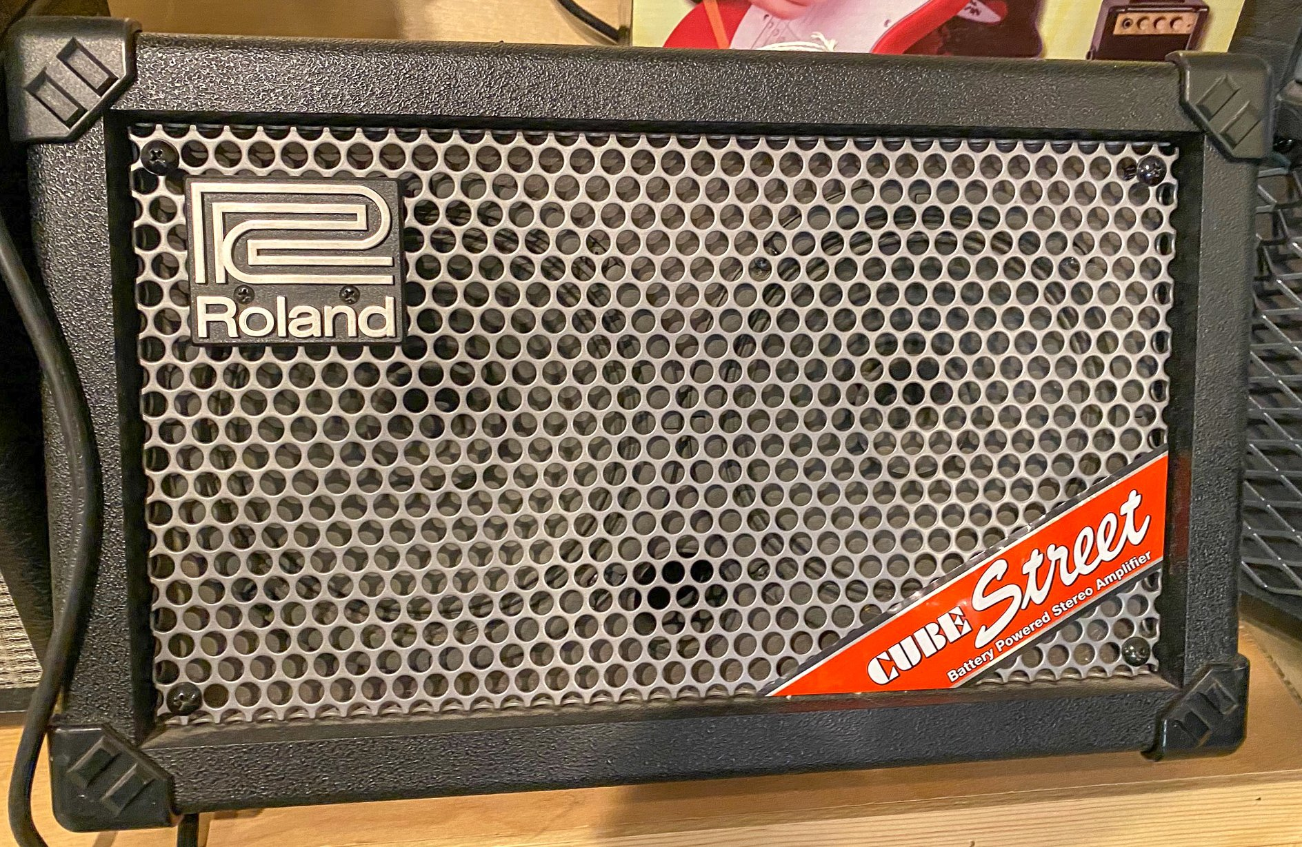 Roland Cube Street 2x6 combo - battery power amp