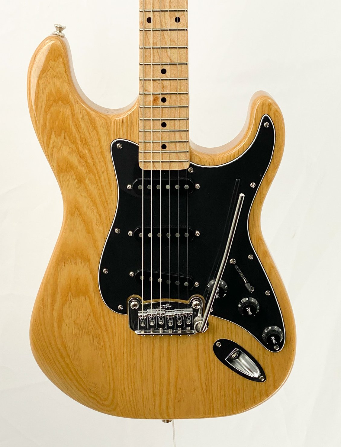 G&L Legacy Tribute - ash body
