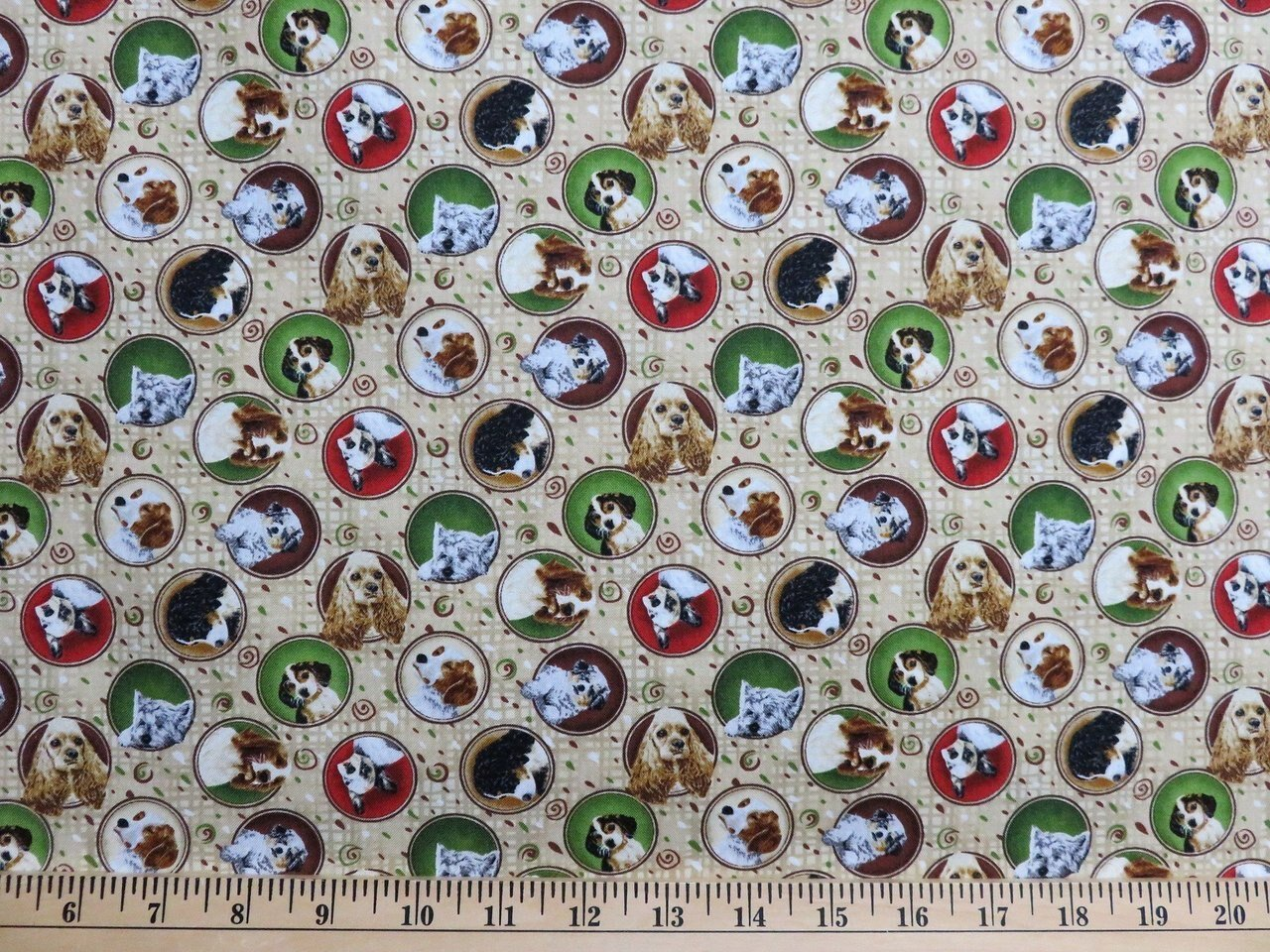 4 Paws Dog Medallions by Fabri-Quilt