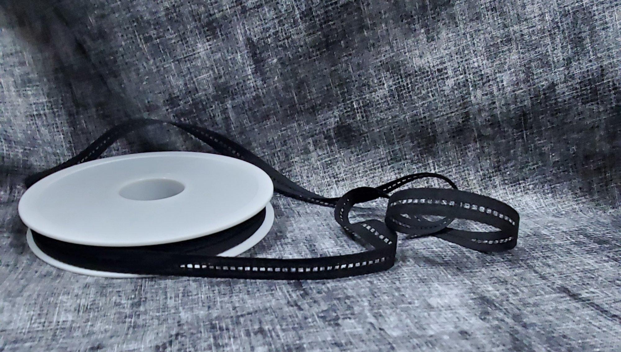 Jour Echelle Cotton Trim 2mm Black c14