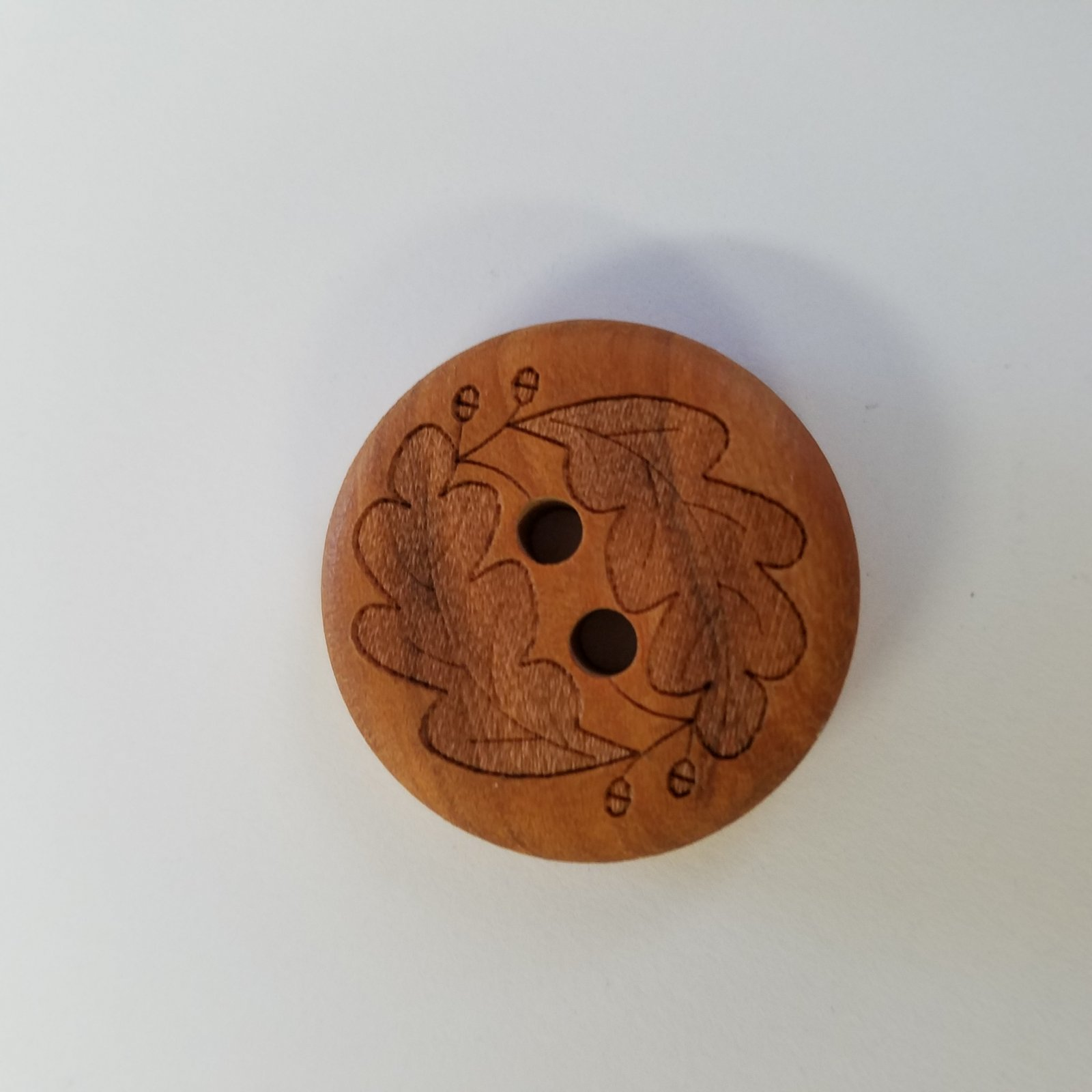 28 MM/18 MM Wooden Round Leaf Engraved Button